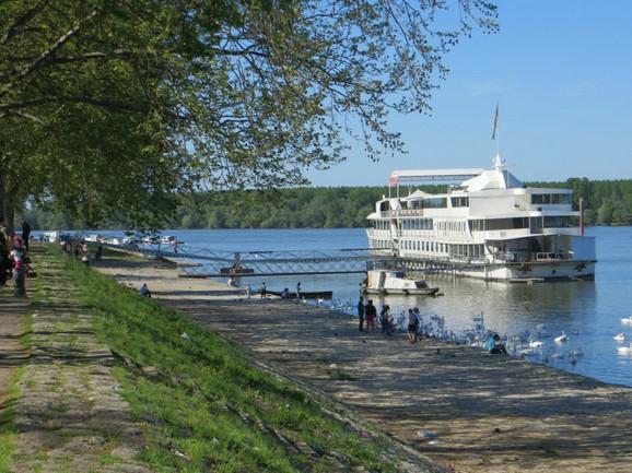 Brod- hotel u Zemunu