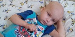 Śmiertelnie chory 4-latek musi pracować na leki