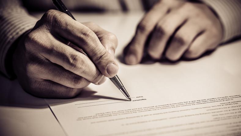 """W piśmie posłowie pytają wojewodę m.in. o to, kiedy podejmie """"stosowne kroki"""" by zrealizować zapisy rozporządzenia"""