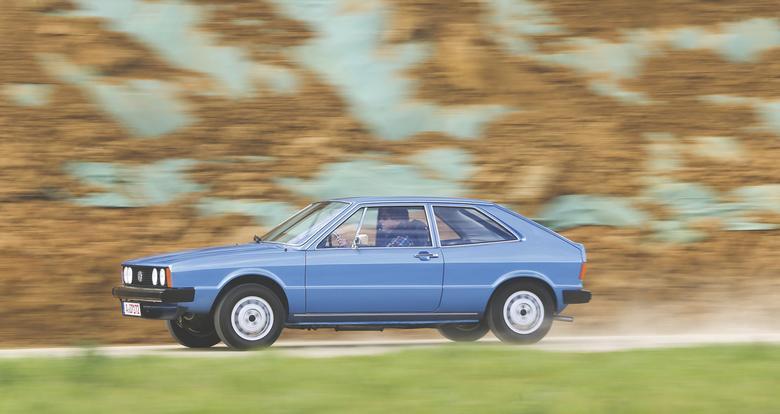 W 1974 r. zadebiutowało Scirocco, które technicznie było pokrewne z Golfem pierwszej serii. Dwa lata później paletę powiększono o odmianę GTI. Do końca 1977 r. auto miało chromowane zderzaki i lusterka.