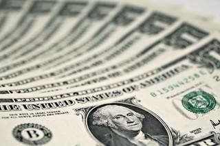 Kto zyska, a kto straci na kolejnym dodruku dolarów