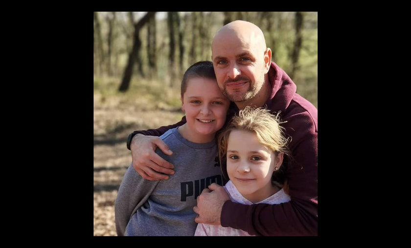 Lacey, John i ich mama zginęli podczas nocowanki.