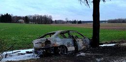 Dramatyczny pościg na Podlasiu. Auto uderzyło w drzewo i spłonęło