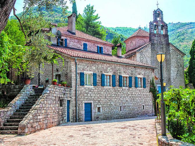Manastir Praskvica: Drevna duša Paštrovića miriše na sveže breskve