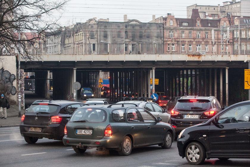 ulica Matejki zamknięta z powodu zagrożenia zawaleniem się kamienicy