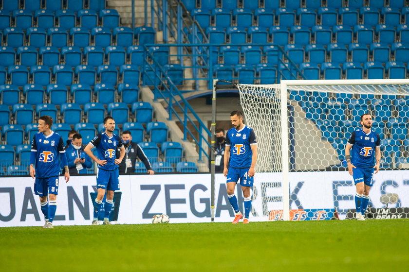 Lech prowadził do 89. minuty z wówczas ostatnią ekipą tabeli – Stalą Mielec, by i tak ponieść porażkę.
