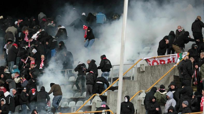 Polscy kibole bili się na stadionie w Kownie