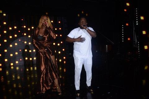Waje performing alongside MI