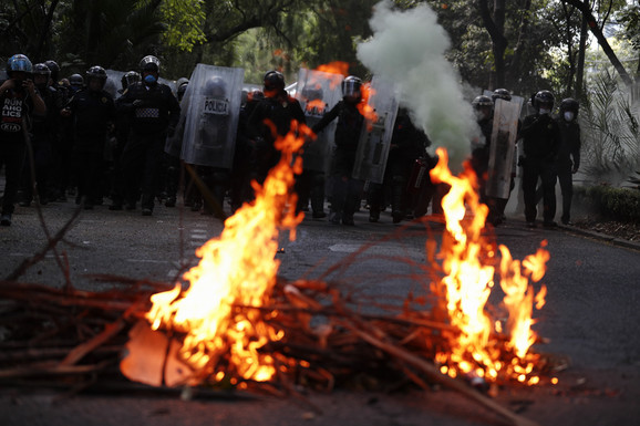 Nemiri tokom protesta u Meksiko Sitiju