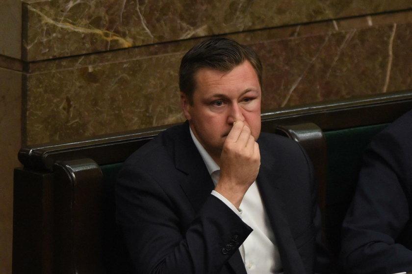 Zbonikowski dostał po kieszeni. Jego pozycja w PiS słabnie