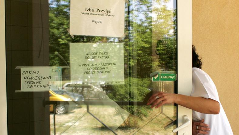 Rodzina Polki zarażonej wirusem A/H1N1 wyszła ze szpitalnej izolatki