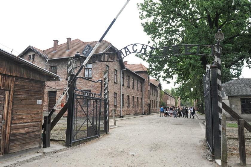 Brama  śmierci w  Muzeum Auschwitz
