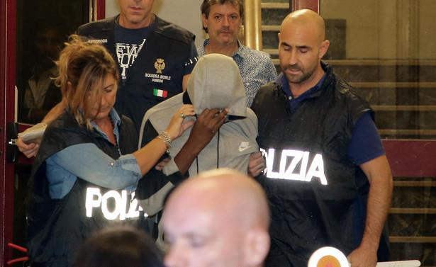 """""""Nie sądzę, aby zarówno w przypadku ekstradycji, jak i ewentualnego europejskiego nakazu zatrzymania, była możliwość zaakceptowania tego typu wniosku""""- oświadczył włoski wiceminister."""