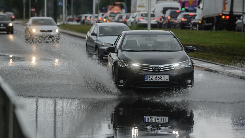 Zalane ulice w Warszawie