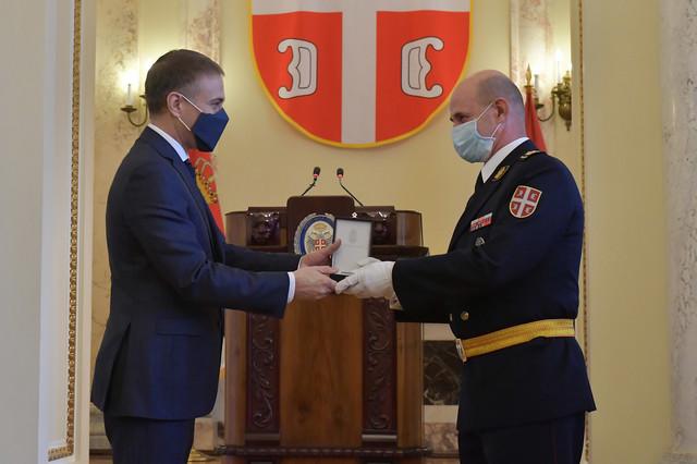 Stefanović odlikovao zaslužne pripadnike Ministarstva odbrane i vojske
