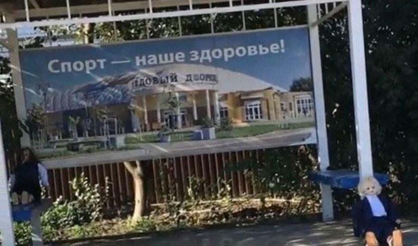 Rosja: W wiosce pojawiły się upiorne lalki. Mieszkańcy przerażeni