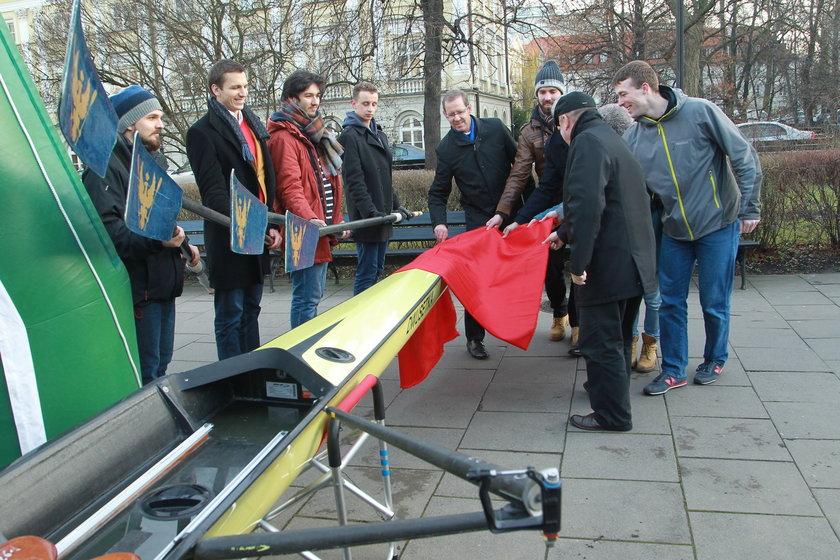 Studenci dostali łódkę