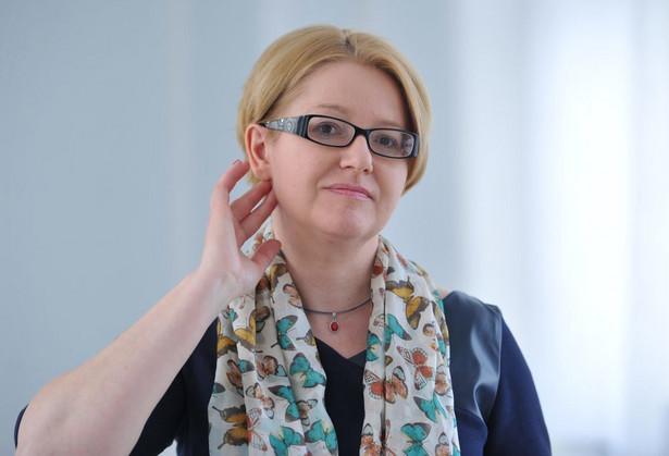 Agnieszka Kozłowska-Rajewicz: Mężczyźni biorą niewielki udział w życiu rodzinnym, pracują w stresie i umierają wcześniej