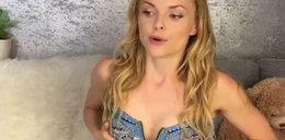 Miko powiększa piersi skarpetami. Wcześniej okadzała krocze