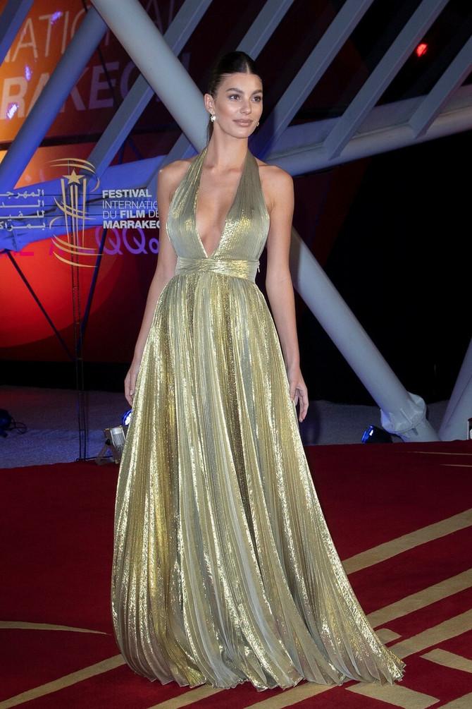 Kamila Morone u zlatnoj haljini