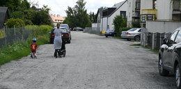 Tumany kurzu nad Chrzanowskiego. Kiedy wyleją tam asfalt?