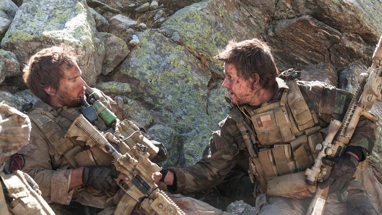 Film powstał w oparciu o bestseller Marcusa Luttrella, żołnierza piechoty morskiej, i przedstawia historię misji, jaką czterech Marines zgodziło się wykonać w Afganistanie w 2005 roku
