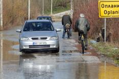 Kraljevo 01 - Poplavljen put Kraljevo - Oplanići - Foto N. Božović