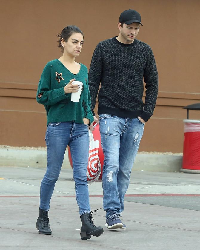 Ešton sa drugom suprugom Milom Kunis