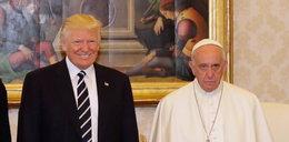 To zdjęcie podbija sieć. Mina papieża mówi wszystko