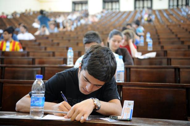 """""""W moim przekonaniu tylko niektóre uczelnie wprowadzą jakąś formę egzaminu i na niektórych kierunkach studiów. I nie w sposób powszechny"""" – dodał Woźnicki."""