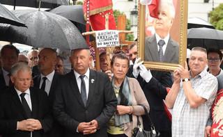 Miesięcznica smoleńska. Prezes PiS: To nie my chcemy dzielić Polaków