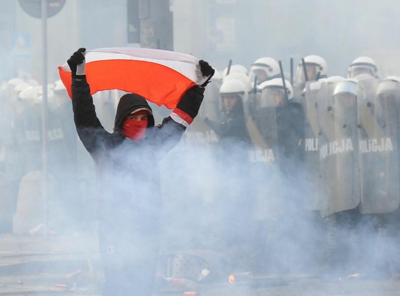 Dzień Niepodległości 2010 roku w Warszawie. Demonstracja narodowców i starcia z policją