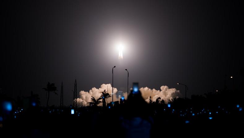 Moment wystrzelenia rakiety Długi Marsz