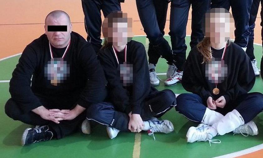 Trener pedofil nagrywał dziewczęta w szatni