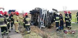 Wypadek pod Łęczycą. Kierowca cudem uniknął śmierci