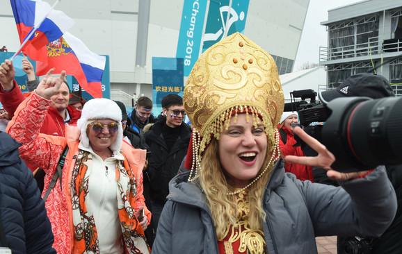 Ruski navijači slave hokejašku titulu ispred dvorane u Južnoj Koreji