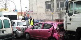 Cud, że nikt nie zginął! Tir staranował 7 aut w Gdyni