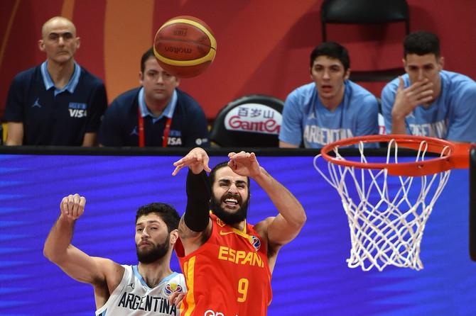 Španija je slavila, a na dodeli medalja košarkaši ove zemlje su plakali od sreće
