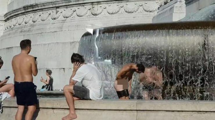 Turisti se skinuli goli