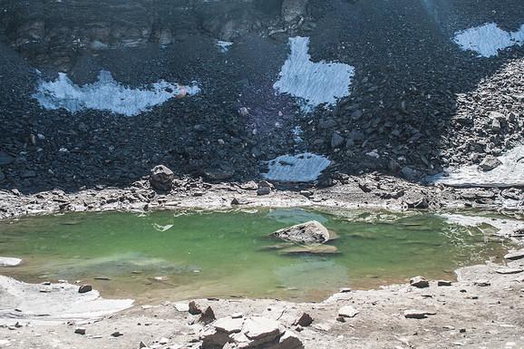 JEZIVO OTKRIĆE Ovo jezero je viševekovna MASOVNA GROBNICA, a 500 ljudi je navodno izgubilo svoje živote zbog ove bizarne stvari