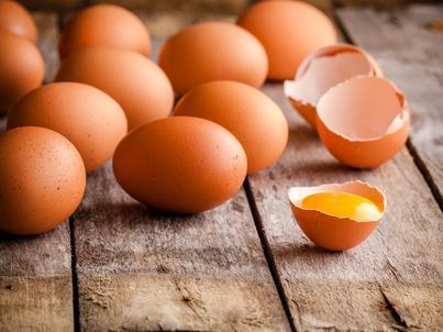 Cena detaliczna jaja w sieciach handlowych wynosi 37–39 groszy