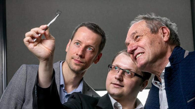Od lewej: prof. dr hab. Jerzy P. Łukaszewicz, mgr Wojciech P. Zieliński, dr Piotr Kamedulski