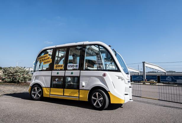 Aby zapobiegać kolizji z innymi obiektami na drodze, bus wyposażony jest w czujniki laserowe, dwa o zasięgu 360 stopni i sześć po 180 stopni, które badają otoczenie busa. Dzięki nim, jeżeli autobus zbliży się do nieoczekiwanych przeszkód lub pieszych, zatrzyma się.