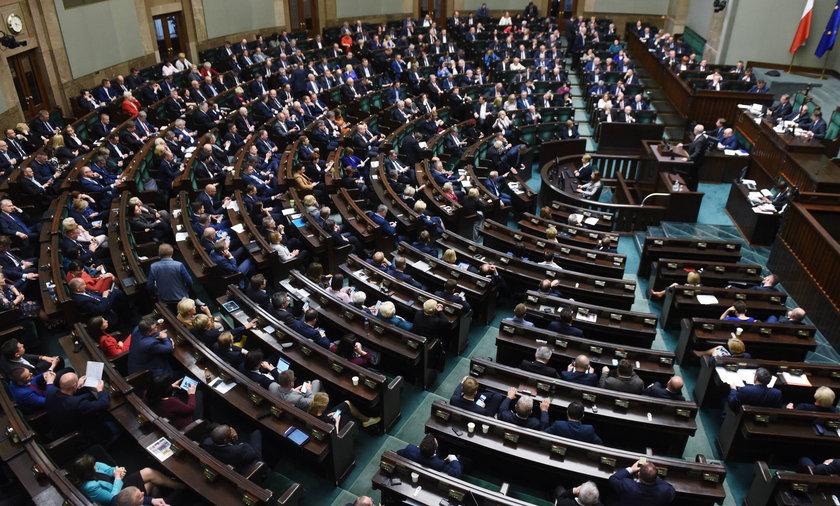 Polacy woleliby opozycję w rządzie.