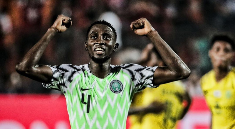 Super Eagles midfielder Wilfred Ndidi teaches fans how to wash their hands to prevent coronavirus