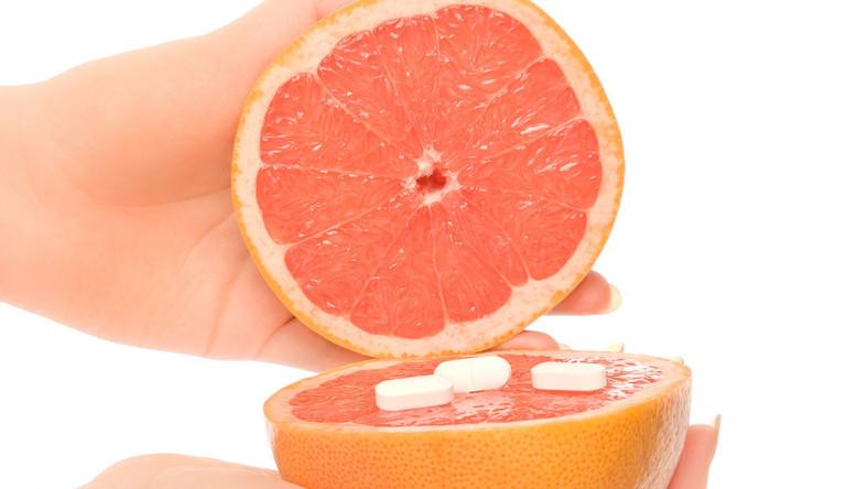 Popijanie leku sokiem z grejpfruta może spowodować jego przedawkowanie