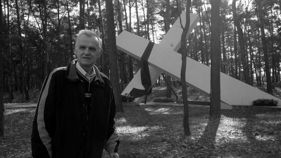 Waldemar Chrostowski w miejscu porwania ks Jerzego Popiełuszki