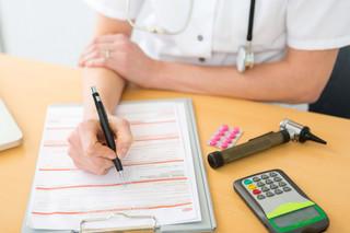 Jakie konsekwencje poniesie pracownik, jeśli będzie nieobecny podczas kontroli zwolnienia lekarskiego