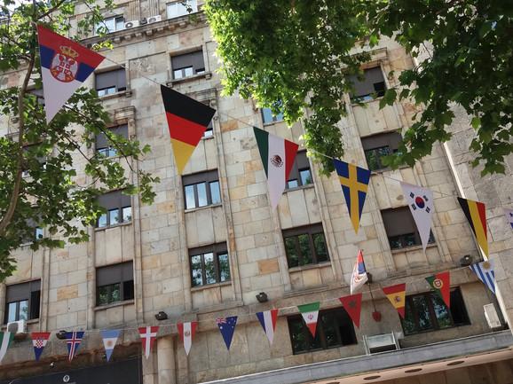 Postavljene i zastavice svih učesnika SP