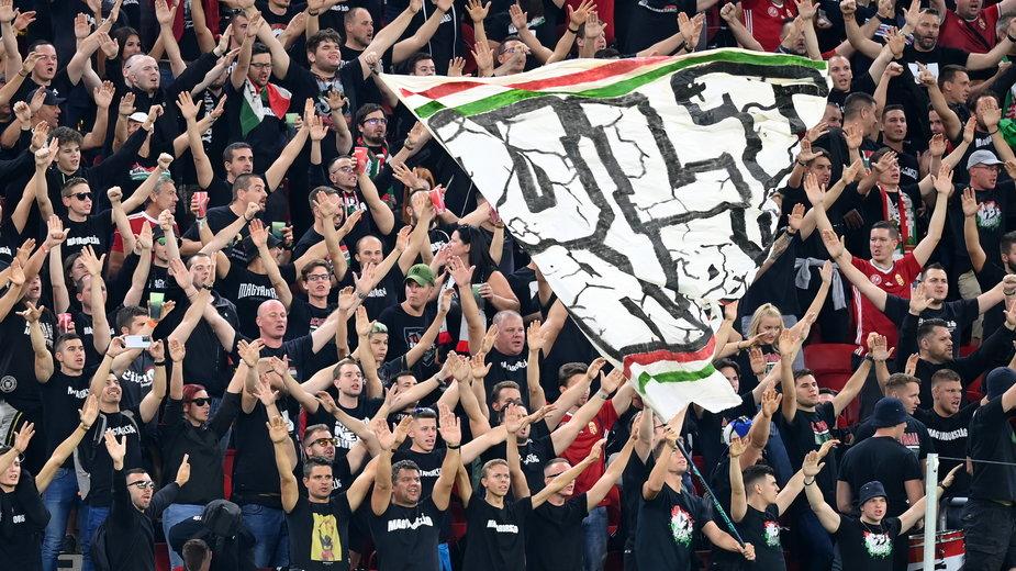 Kibice reprezentacji Węgier podczas meczu z Anglią